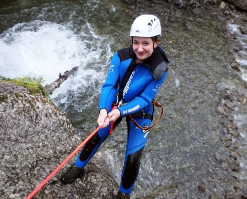 Abseilen beim Canyoning mit The Over and Out