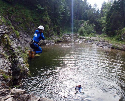 Sprung beim Canyoning an dem Stuibenfällen am Plansee